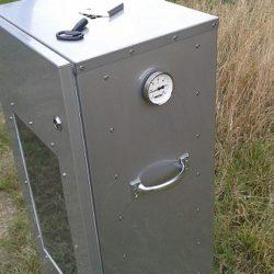 Räucherschrank mit Thermometer