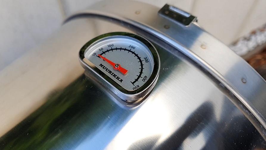 Thermometer im Tischräucherofen